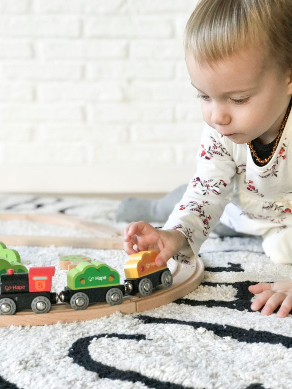 Juguetes de pl stico vs juguetes de madera estoreta for Juguetes de plastico